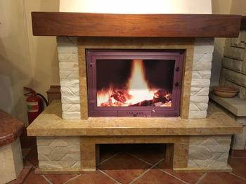 Портал для камина (облицовка) Шешоры из натурального мрамора Giallo reale antic,плитка білий мармур + дубова бал